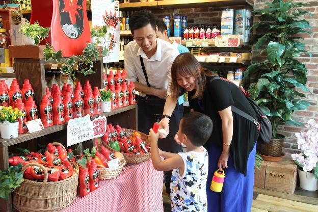 Người Nhật thích thú với trải nghiệm ẩm thực mới lạ từ tương ớt CHIN-SU - Ảnh 6.