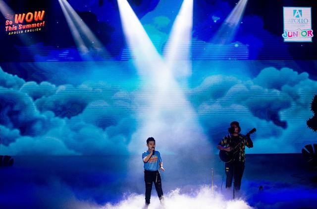 Thần đồng âm nhạc Jayden Trịnh góp mặt tại đêm gala cực wow của Apollo English - Ảnh 3.