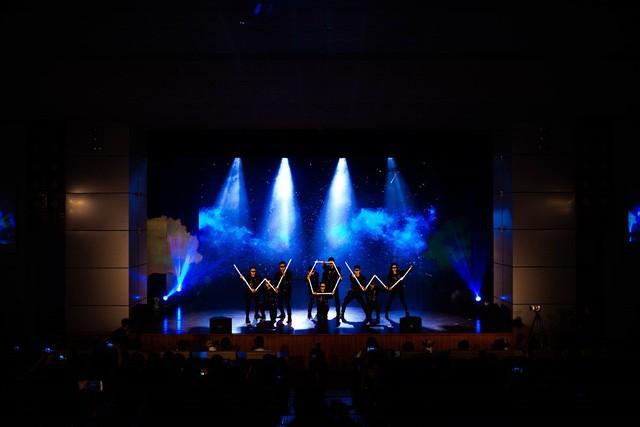 Thần đồng âm nhạc Jayden Trịnh góp mặt tại đêm gala cực wow của Apollo English - Ảnh 6.