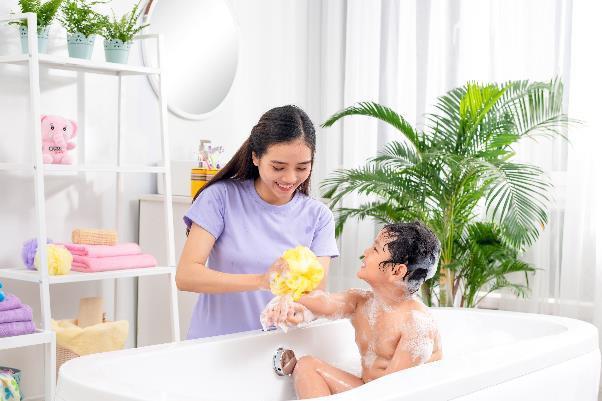 Chọn sản phẩm tắm gội riêng cho trẻ từ 2 tuổi trở lên - Điều mẹ không nên bỏ qua - Ảnh 2.