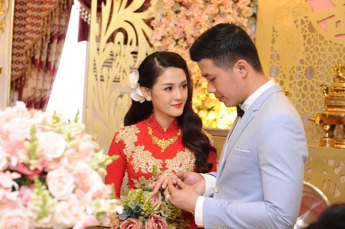 Những đám cưới xa hoa, dát đầy vàng của con đại gia Việt - Ảnh 4.