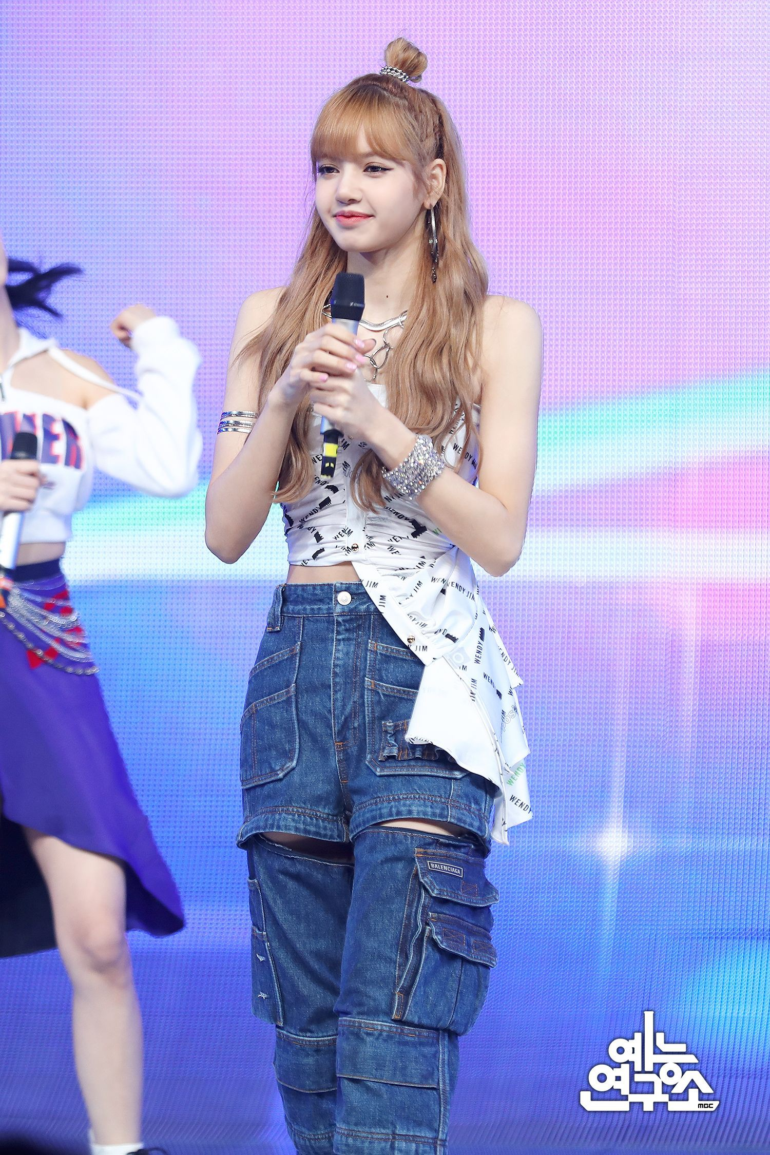 Blackpink-Lisa-Outfit-Music-Core-Concert