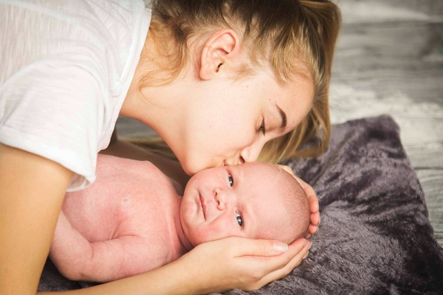 """Mẹ thông thái tiết lộ bí quyết chọn tã dán sơ sinh """"chuẩn không cần chỉnh"""" - Ảnh 1."""