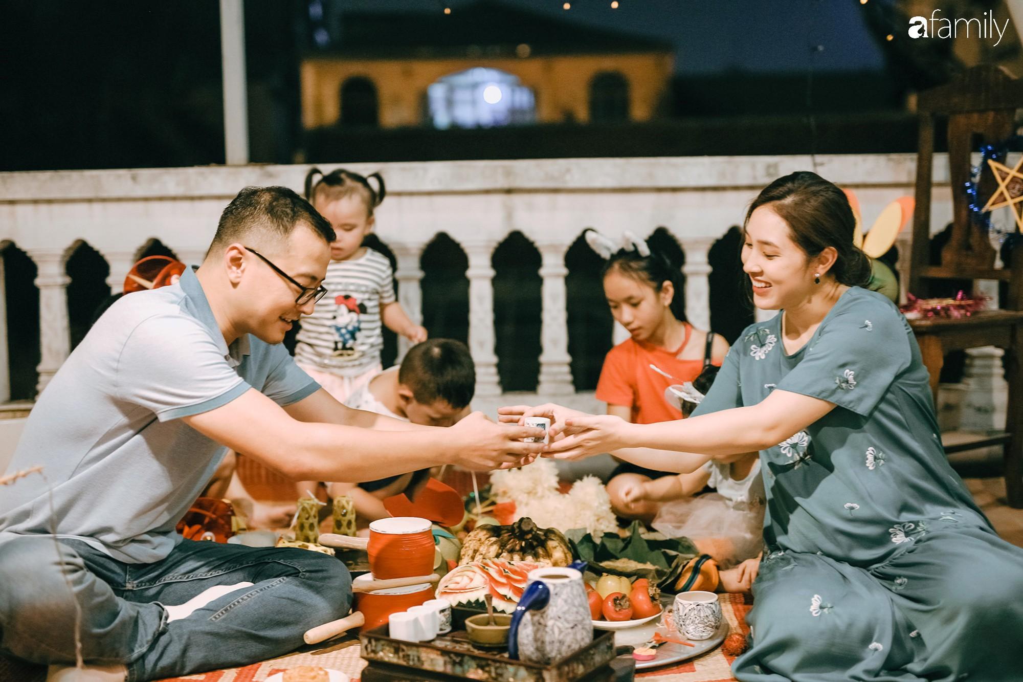 Tinh tế, cầu kỳ như Trung thu truyền thống của người Hà Nội: Chừng nào người lớn còn mặn nồng, truyền thống làm sao mà nhạt được - Ảnh 21.
