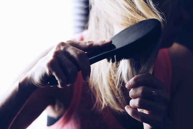 Tóc đẹp đầy mê hoặc như sao K-Pop nhờ 5 vật dụng nhỏ xinh này - Ảnh 1.