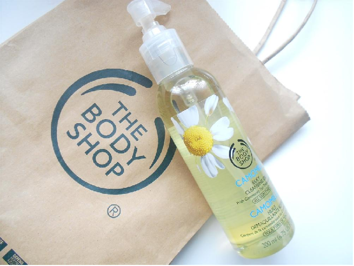dau-tay-trang-the-body-shop-camomile-silky-cleansing-oil1(1)
