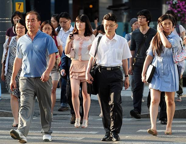 Góc khuất đằng sau một Hàn Quốc phát triển: Sự kỳ vọng của xã hội giết chết ước mơ của con người, tỷ lệ tự tử cao bậc nhất thế giới - Ảnh 1.