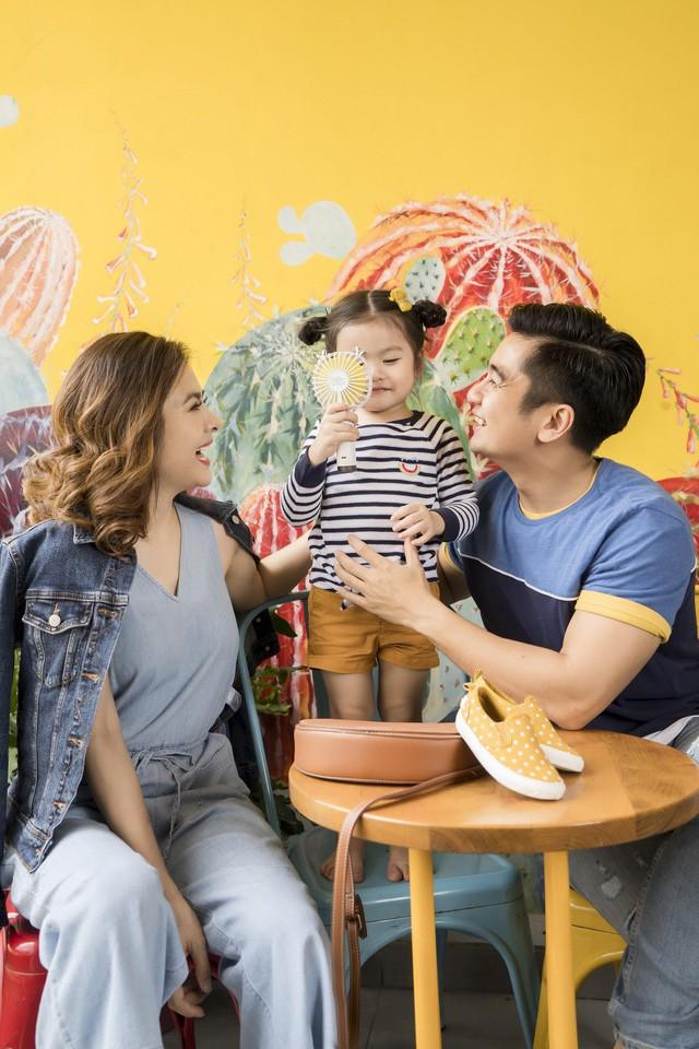 Học cách phối đồ mùa thu ton-sur-ton cùng gia đình diễn viên Vân Trang - Ảnh 3.