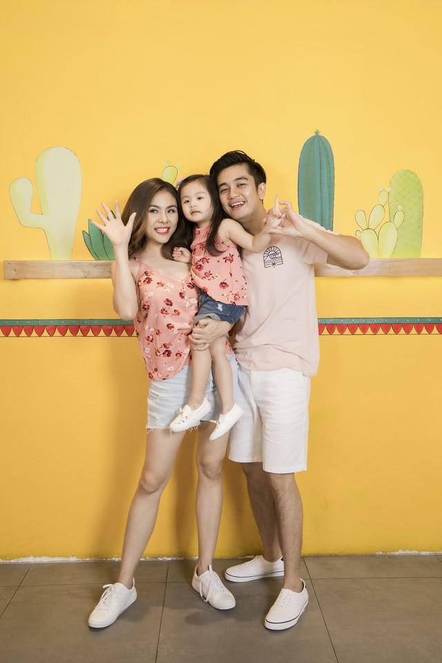 Học cách phối đồ mùa thu ton-sur-ton cùng gia đình diễn viên Vân Trang - Ảnh 7.