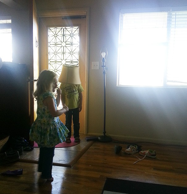 funny-kids-playing-hide-and-seek-57__605