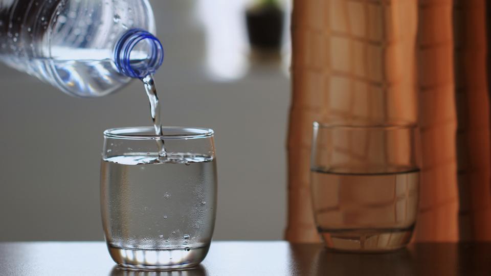 Mùa thu này, hãy bỏ 1 phút thải độc cho gan bằng 5 loại nước quen thuộc, cực dễ làm - Ảnh 2.