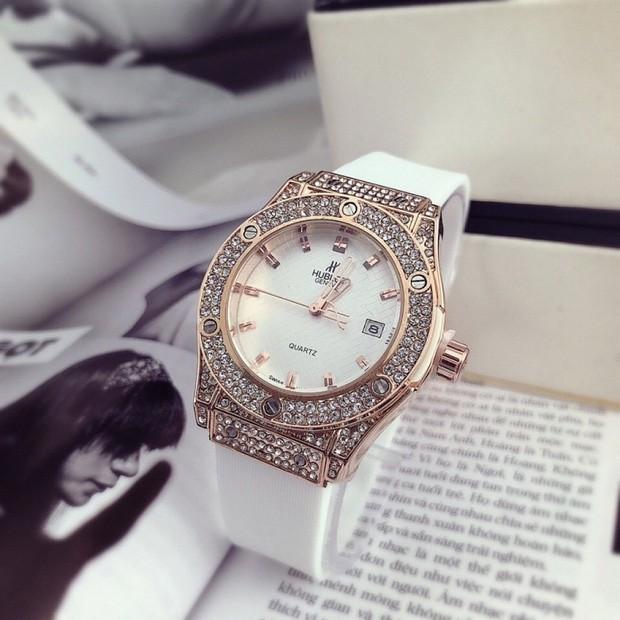 Đỗ Mỹ Linh đã có đồng hồ 300 triệu để đeo, xem ra danh xưng Hoa hậu nghèo nhất Việt Nam tan tành mây khói rồi - Ảnh 4.