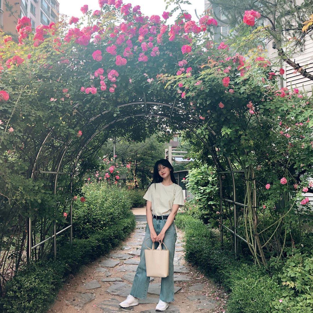 Tiểu tam tin đồn đòi kiện Goo Hye Sun: Thường xuyên lên đồ như nữ sinh dù đã 32 tuổi - Ảnh 6.