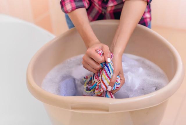 Top 4 hiểu lầm thường gặp của các mẹ về nước giặt quần áo - Ảnh 1.