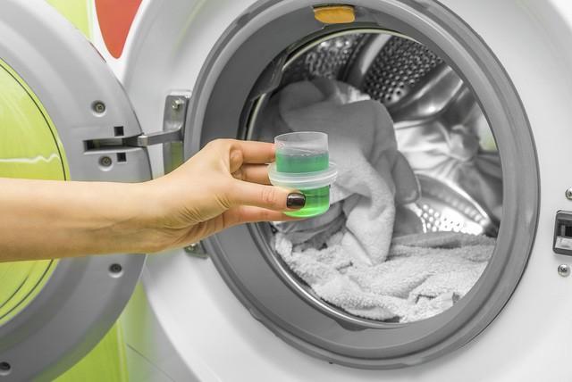 Top 4 hiểu lầm thường gặp của các mẹ về nước giặt quần áo - Ảnh 2.