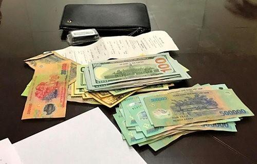 Nhặt được tiền khách bỏ quên trên xe, tài xế taxi ở Đà Nẵng trả lại khổ chủ được báo Hàn tấm tắc khen ngợi - Ảnh 2.