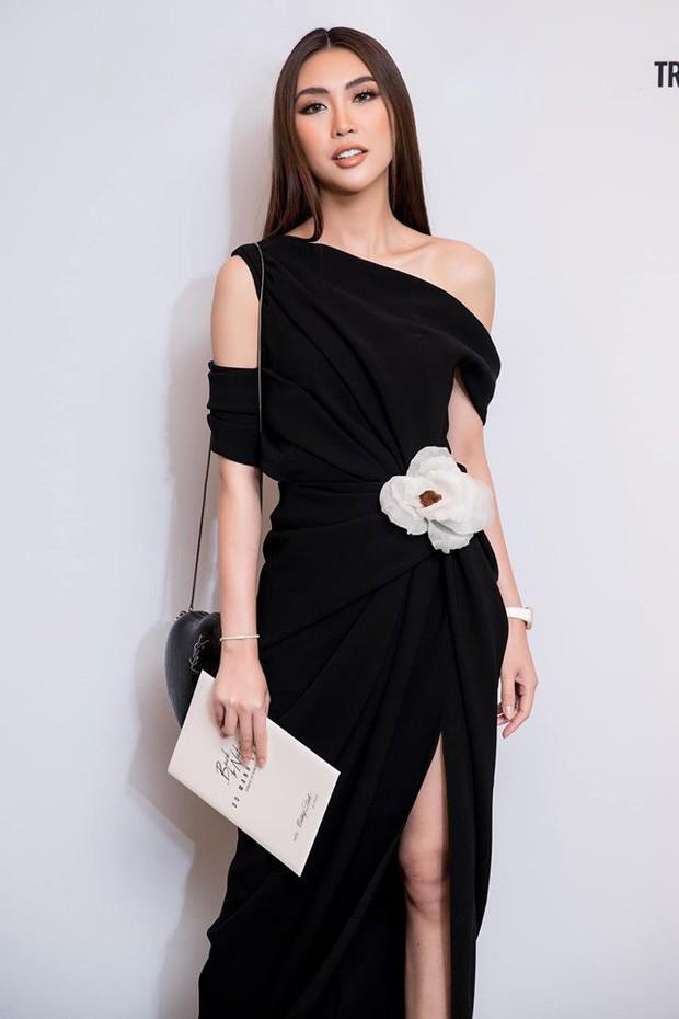 Tô son điểm phấn theo đúng kiểu Miss Universe, Thúy Vân bỗng dưng thành chị em sinh đôi với một Hoa khôi đàn em - Ảnh 4.