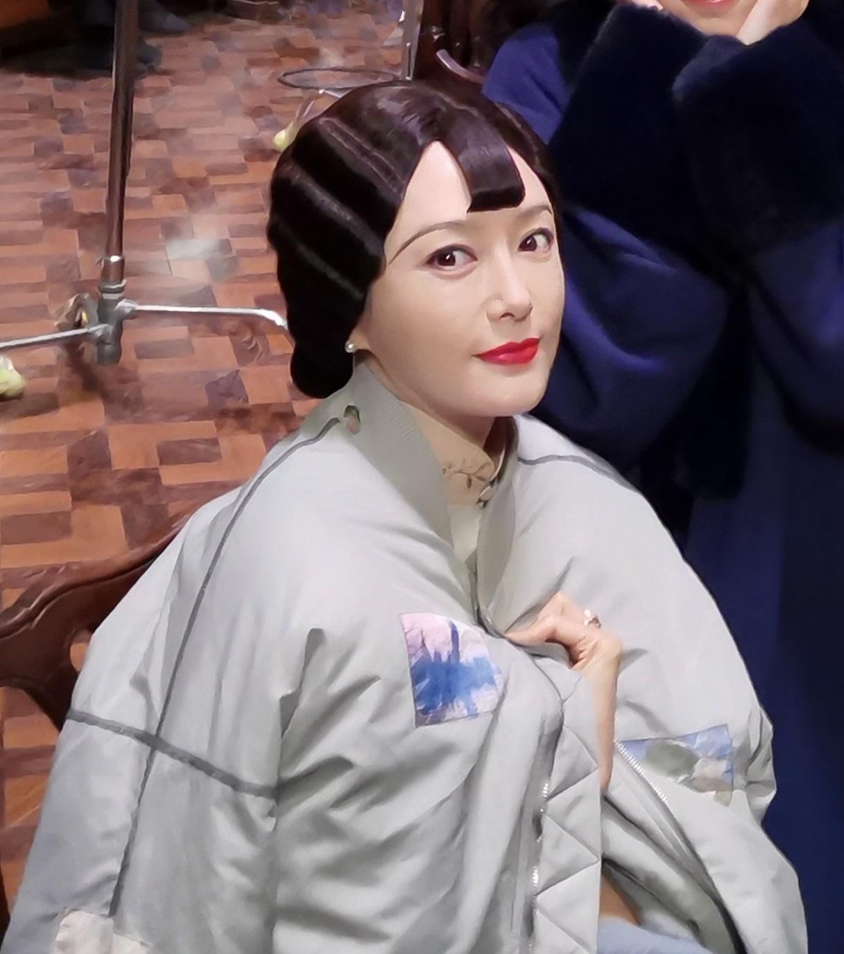 """Fan """"rớt nước mắt"""" khi nhìn Tần Lam với hàng lông mày đánh tụt một nửa nhan sắc, gương mặt khác đến khó nhận ra - Ảnh 3."""