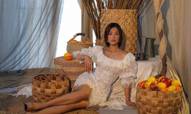 Váy Quỳnh Anh diện khi được Duy Mạnh cầu hôn hóa ra đụng Hoàng Yến Chibi, bất ngờ nhất là có liên quan đến bộ váy cưới tương lai - Ảnh 2.