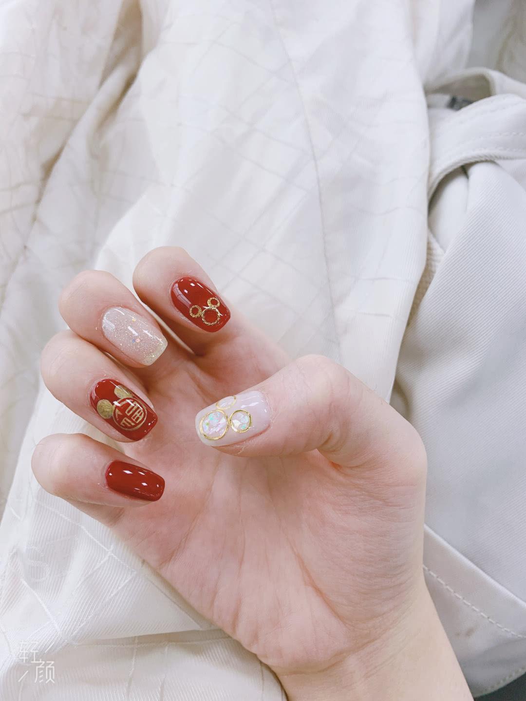 Gợi ý 12 mẫu nails vừa đơn giản lại đẹp sang, rất hợp dịp Tết Canh Tý 2020  - Ảnh 4.