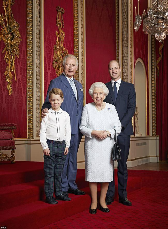 Vợ chồng Meghan Markle dính nghi án sắp bị loại khỏi Hoàng gia Anh bởi một loạt chi tiết bất thường - Ảnh 1.