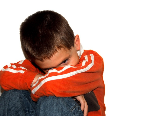 Tác hại khi cho trẻ xem tivi quá sớm