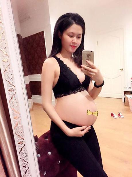 Bụng bầu vượt mặt, hot girl Việt vẫn tự tin khoe dáng với đồ sexy - Ảnh 10.
