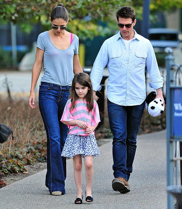 Tom và Katie tái hợp để đưa Suri đi học