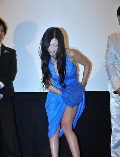 """Diễn viên Nhật... cởi quần """"chip"""" ngay trên sân khấu 8"""