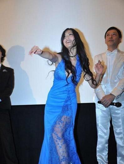 """Diễn viên Nhật... cởi quần """"chip"""" ngay trên sân khấu 9"""