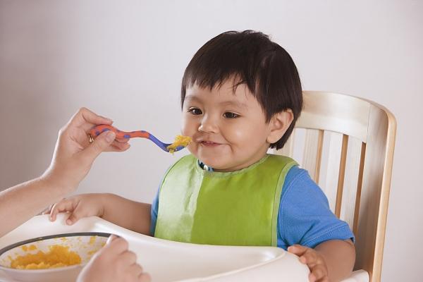 Chế độ ăn cho bé từ 1 - 2 tuổi