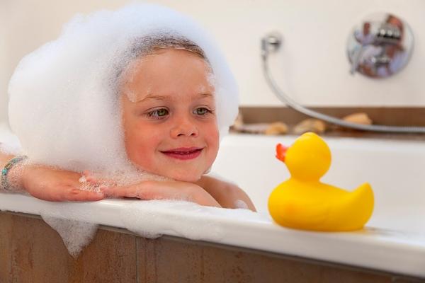 Để phòng tắm luôn an toàn với bé