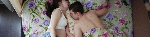 Hình ảnh chân thực về tư thế ngủ của các gia đình có bà mẹ đang mang thai