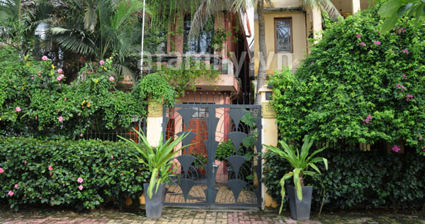 Nhà sang nhờ cổng đẹp