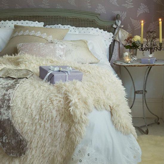 """Tăng độ """"thân mật"""" cho phòng ngủ với nến"""