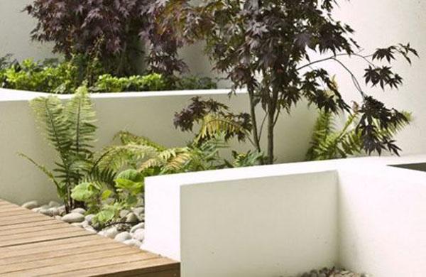 17082012afamilynhadepvuon3 7543f Thiết kế vườn trên mái sang trọng và phong cách