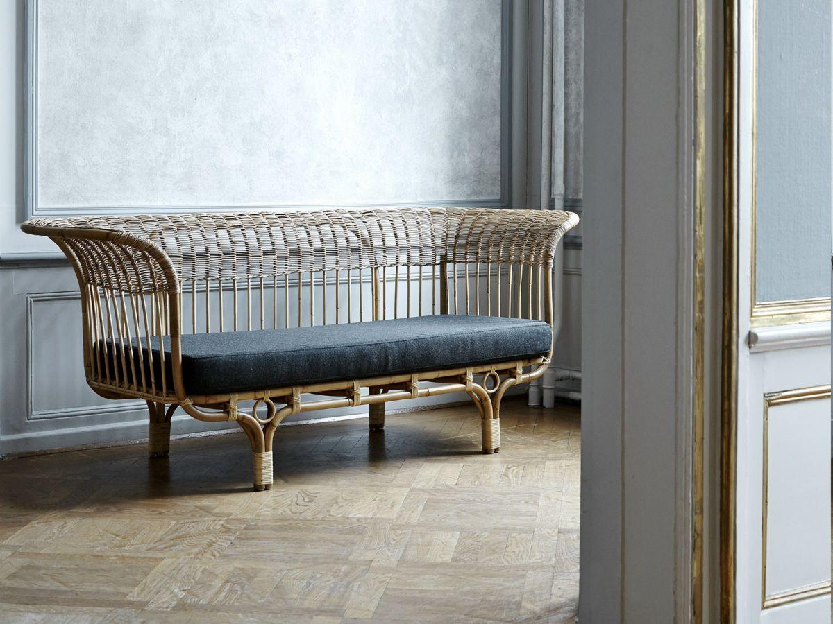 Nội thất từ mây tre thiên nhiên là một món đồ nội thất trang nhã được thiết kế trông giống với một sản phẩm được những năm 1951.