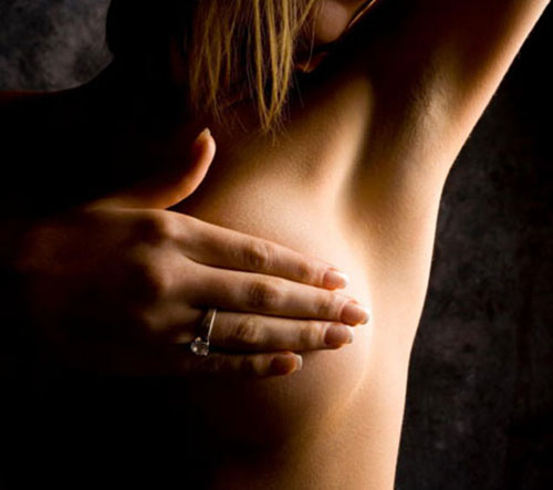 Bướu sợi tuyến vú: nỗi lo của chị em tuổi 30