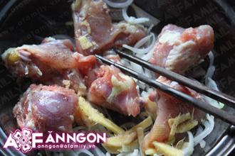 Nấu canh chua cực ngon với thịt gà và đậu phụ