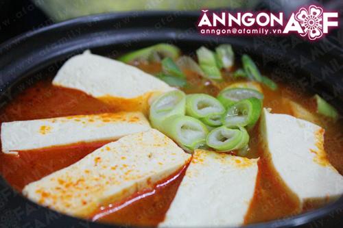 Canh kim chi chua cay cho ngày mưa lạnh