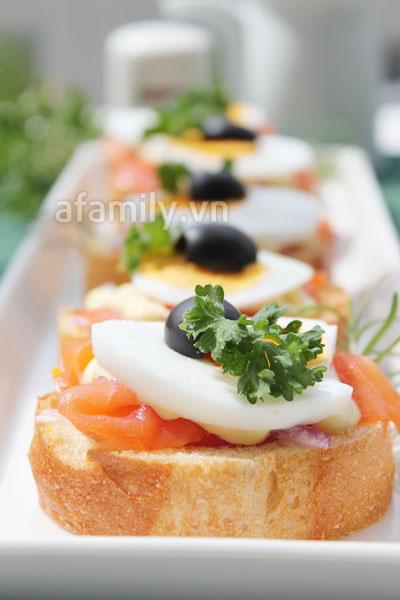 Bữa sáng ngon với bánh mỳ cá hồi xông khói