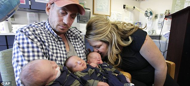 Bộ 3 trẻ sơ sinh nặng nhất thế giới 2