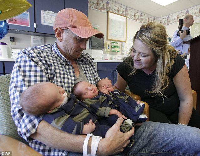 Bộ 3 trẻ sơ sinh nặng nhất thế giới 1