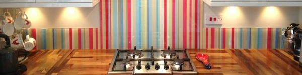 Phòng bếp đẹp và hiện đại nhờ vách kính cường lực