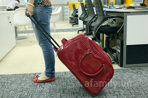 Túi kéo du lịch giả da cá sấu