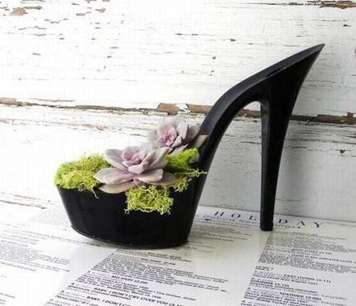 shoescontainergarden36 c6f0f Có tới 1001 cách tận dụng giày cũ để trồng hoa trong vườn