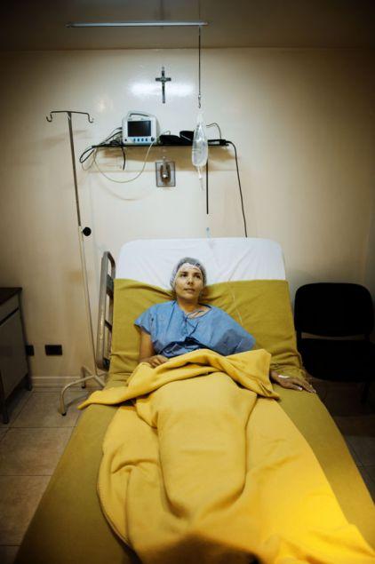 Theo chân một phụ nữ đi du lịch phẫu thuật thẩm mỹ 5