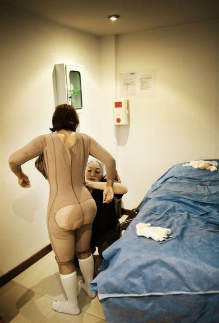 Theo chân một phụ nữ đi du lịch phẫu thuật thẩm mỹ 10