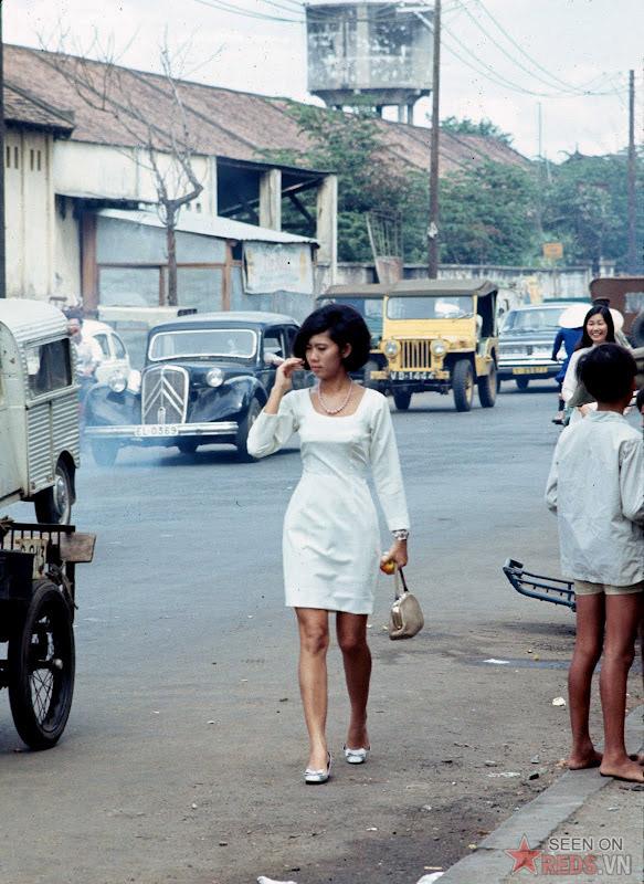 Chùm ảnh cuộc sống phóng khoáng của phụ nữ Sài Gòn những năm 60 15