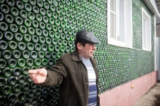 Ngôi nhà kì lạ được dựng từ 12.000 chai rượu sâm panh